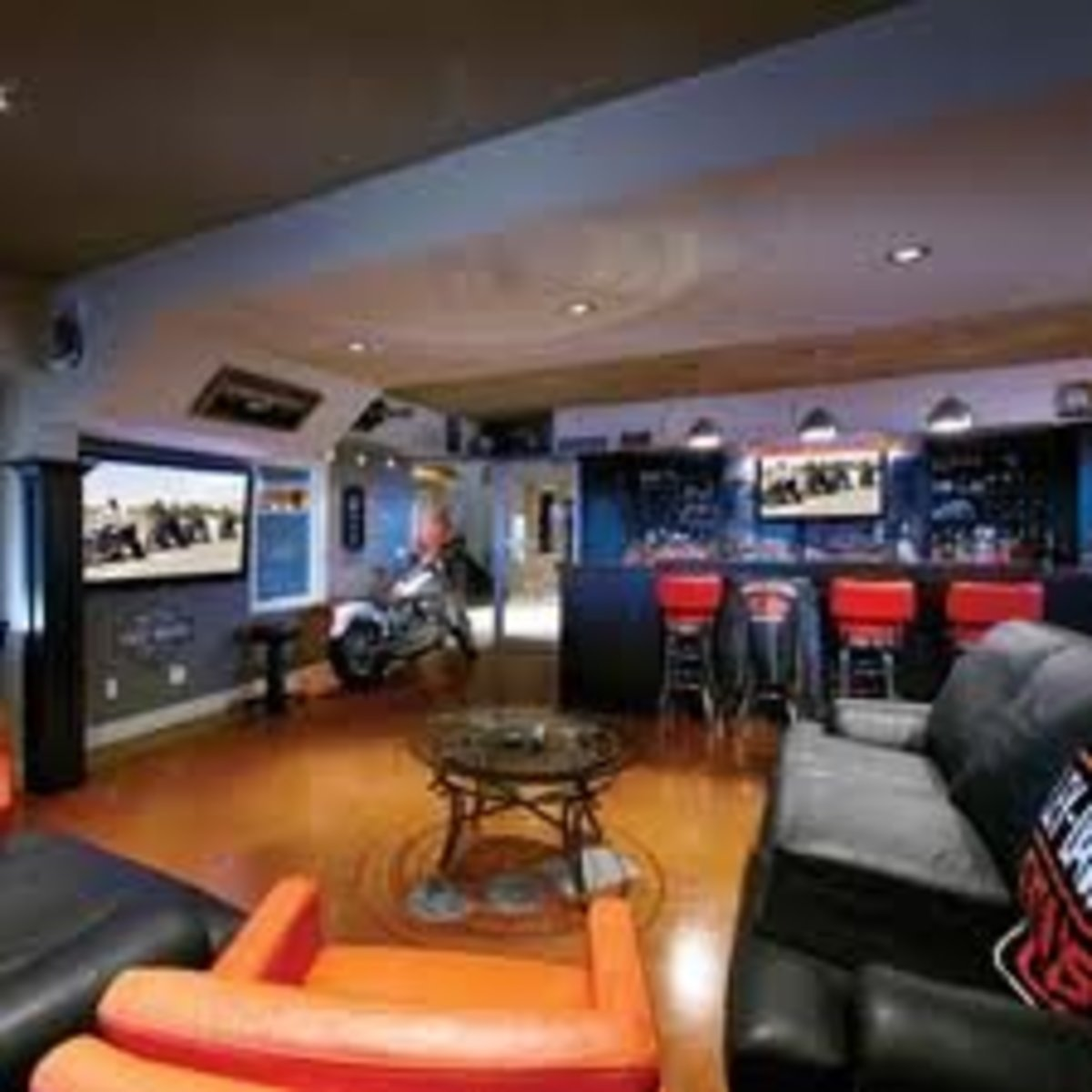 Man cave with full bar and comfortable furniturePhoto credit - http://www.electronichouse.com/article/10_manliest_man_caves/