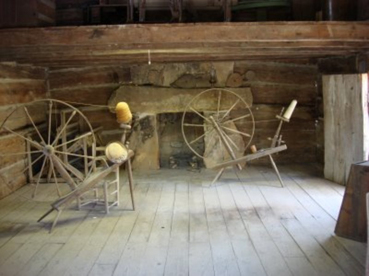 Spinning Wheels Inside Pioneer Village Noccalula Falls Park