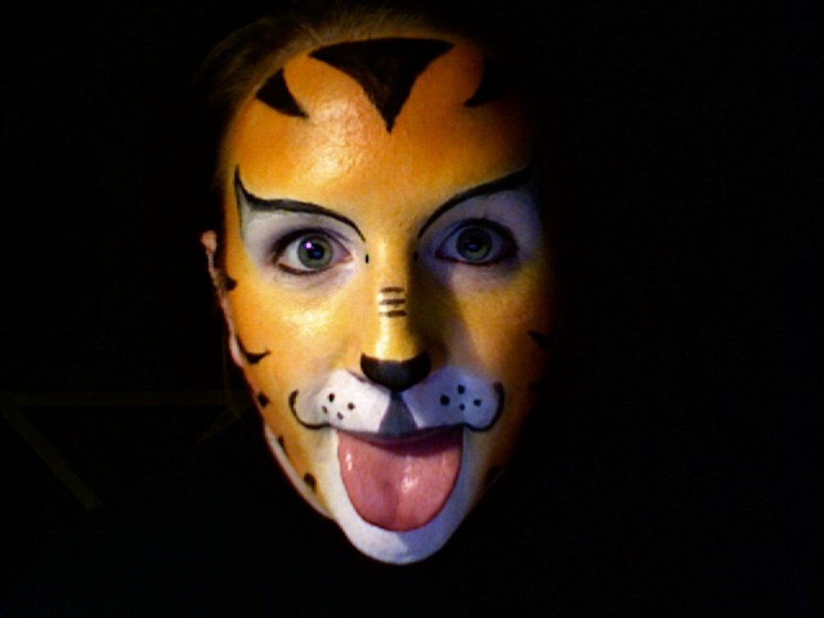 Face Painting Tutorials: How to Paint an Easy Tiger Face ...