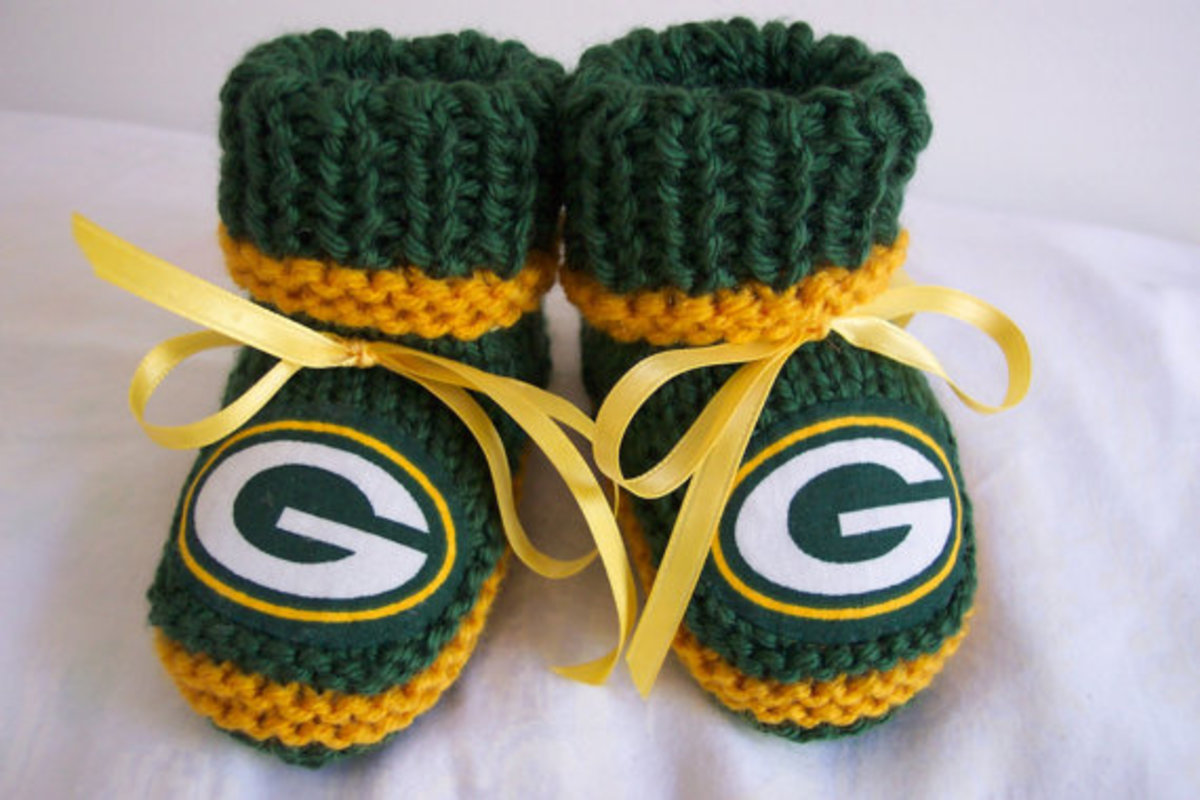 Great Gift Idea - Baby - Hand Made Football Fan - baby booties in green and gold Green Bay Packers