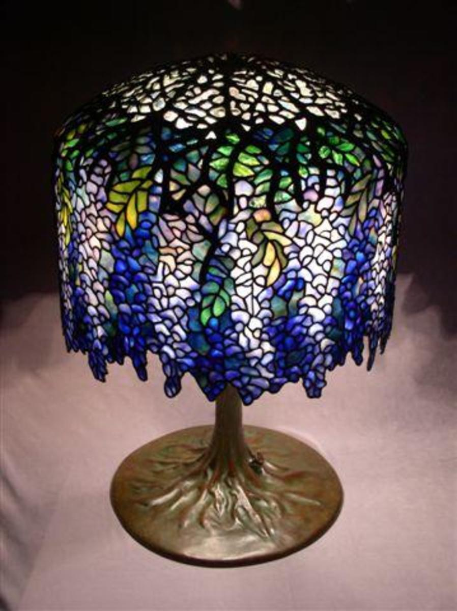 beautiful blue and purple Tiffany lamp - Wisteria Replica