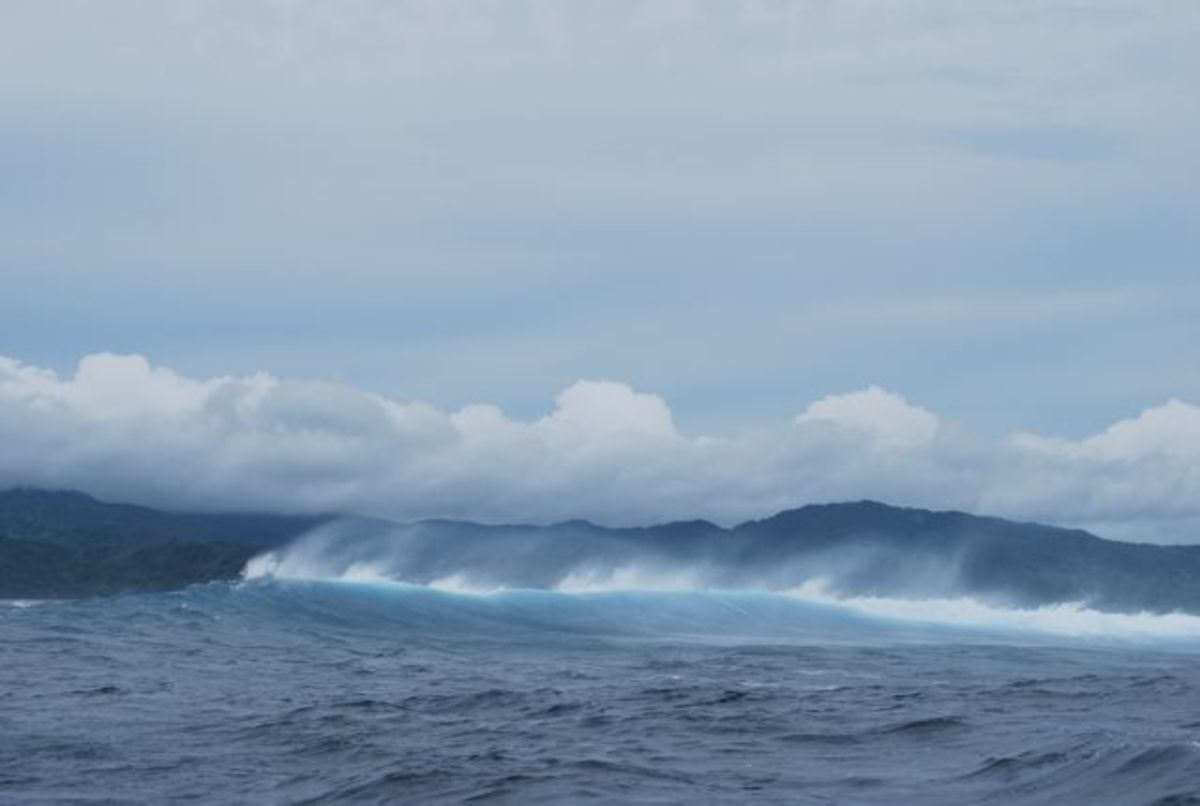 Waves breaking off the Great Astrolobe Reef in Fiji