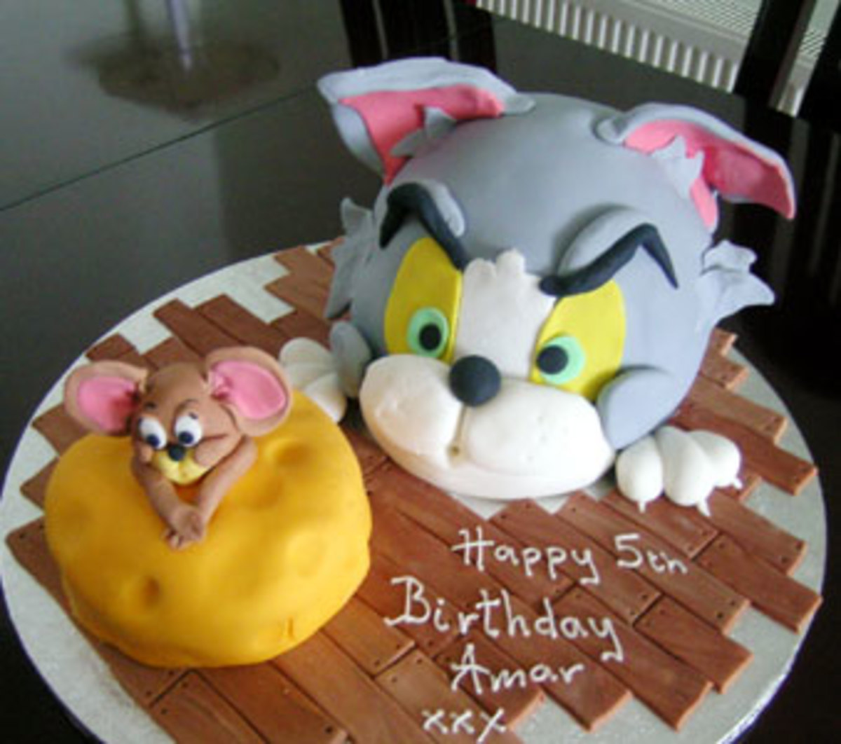 Comes in 2 flavors - Vanilla or Lemon. Never did Tom and Jerry look so delectable!