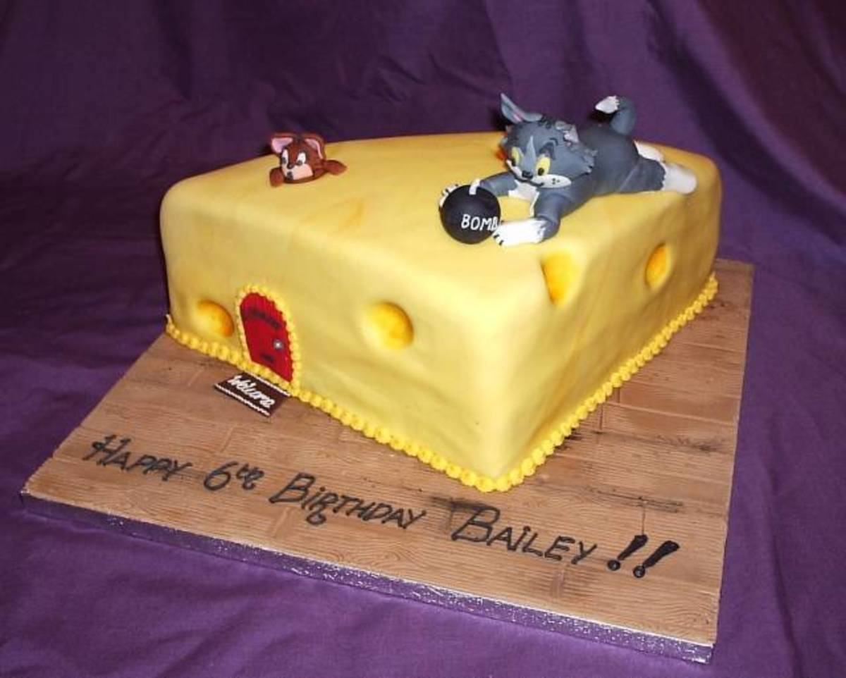 Absolutely love this design! The cheese looks so tempting, don't you think?