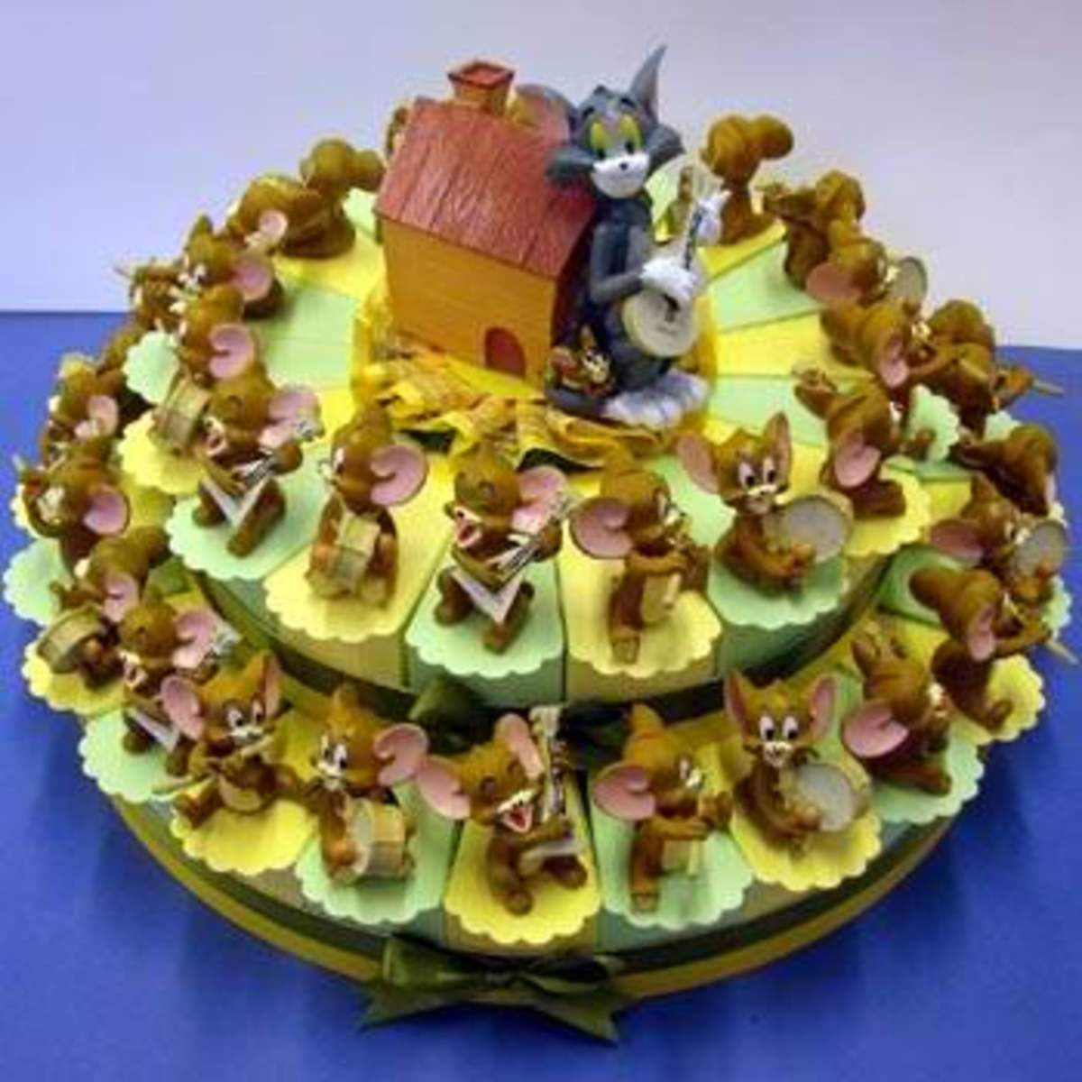 This Tom and Jerry birthday cake contains many layers. Really good to look at and I'm sure tastes as good!