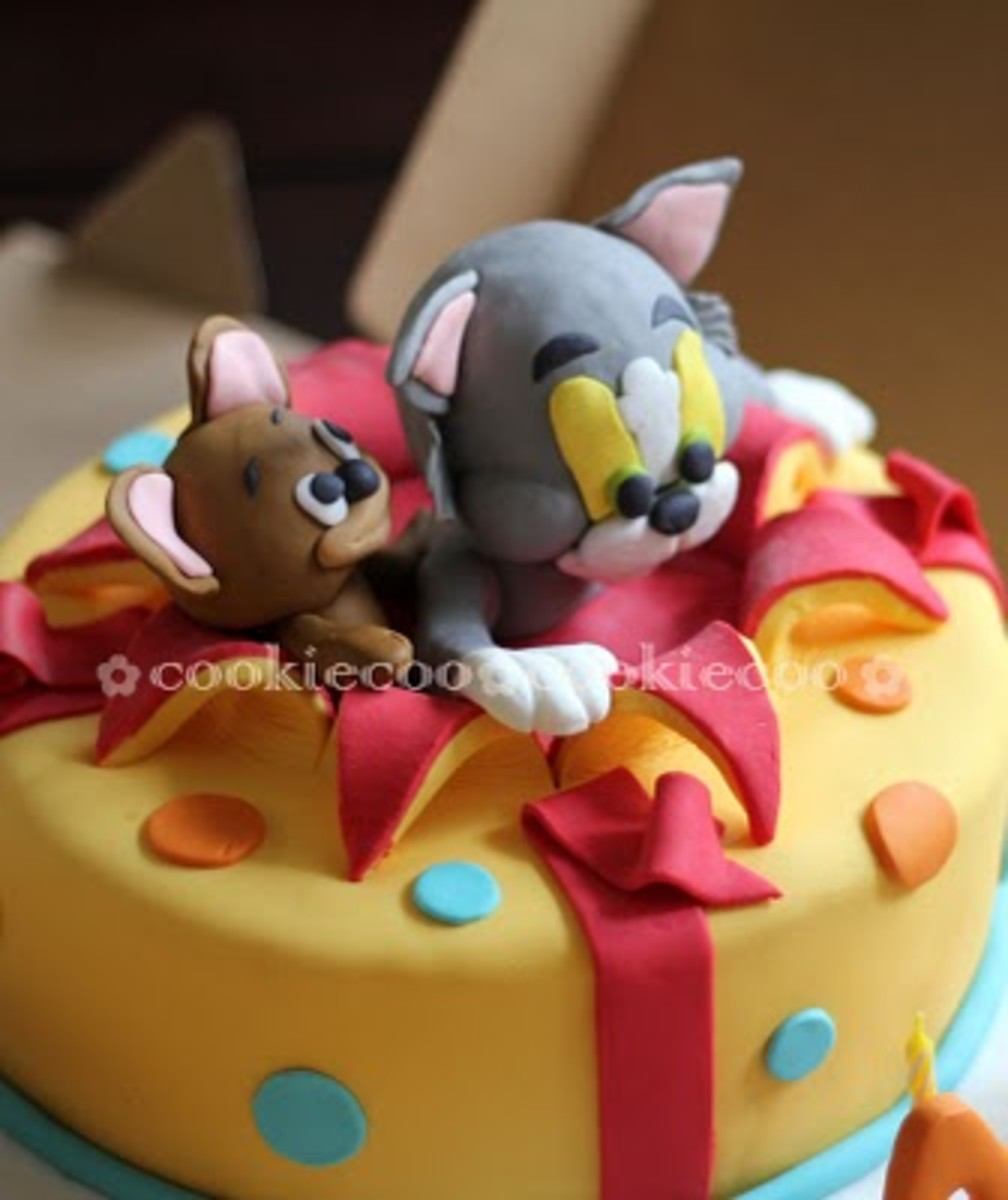 Cookie-Cook Indeed! Such a cute Tom and Jerry birthday cake!