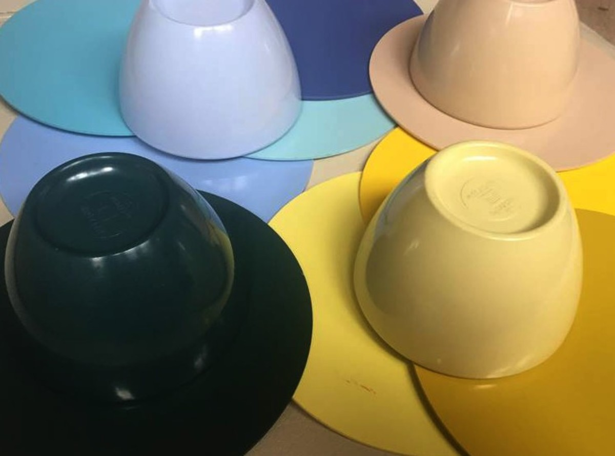 These are old color samples of Melmac (Plaskon) which is a material used to mold the melmac.