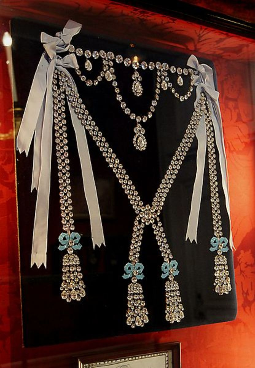 Reconstruction of the Diamond necklace of Marie Antionette