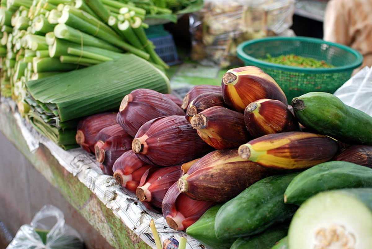 Banana flowers and leaves for sale, source: Wikipedia