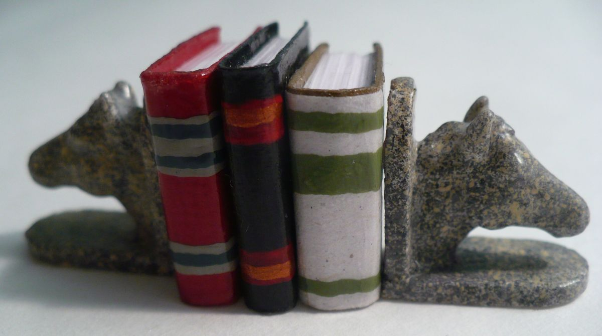 DIY Dollhouse Miniatures: Horse Head Bookends