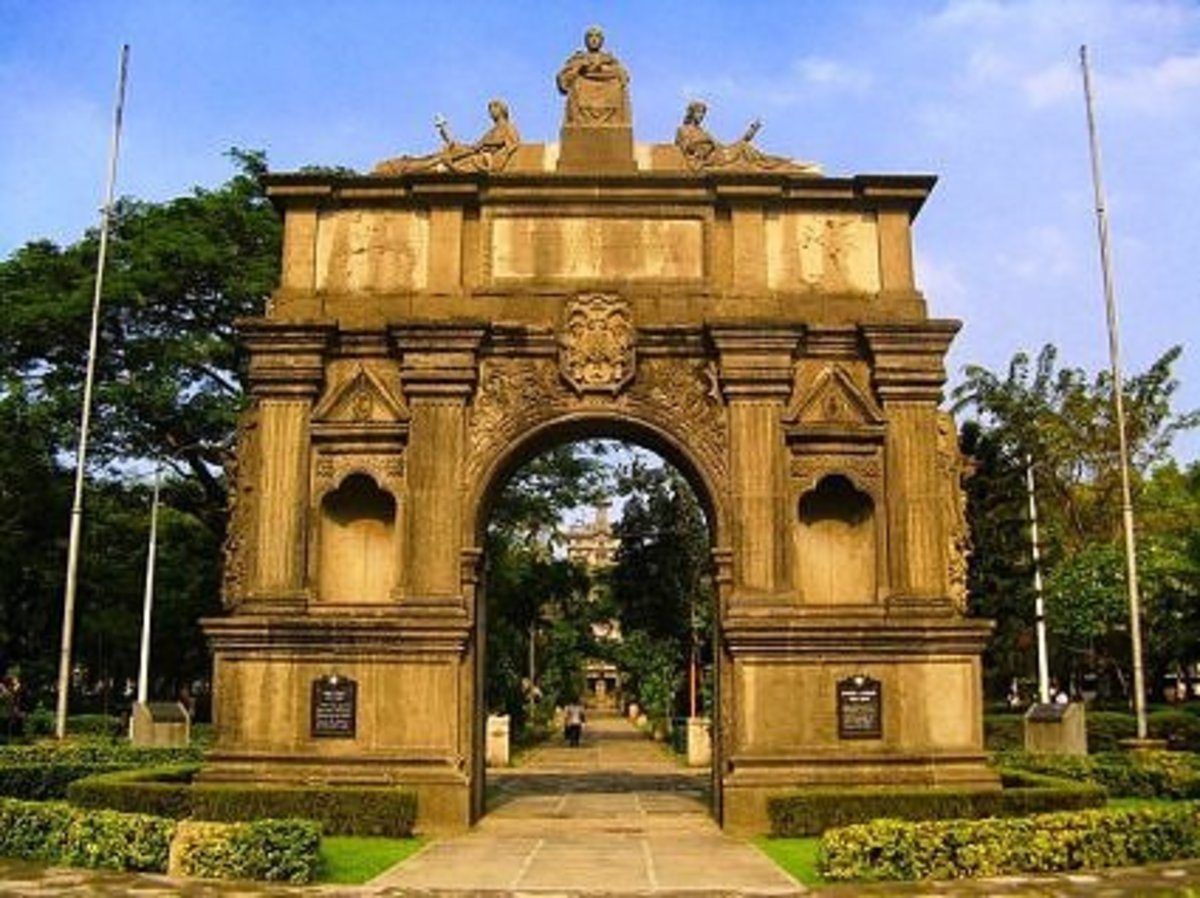 The Arch of the Centuries of the University of Santo Tomas (UST), photographed by anyofloresof webshots.com