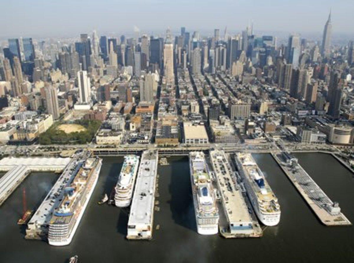 Manhattan Cruise Terminal and Skyline