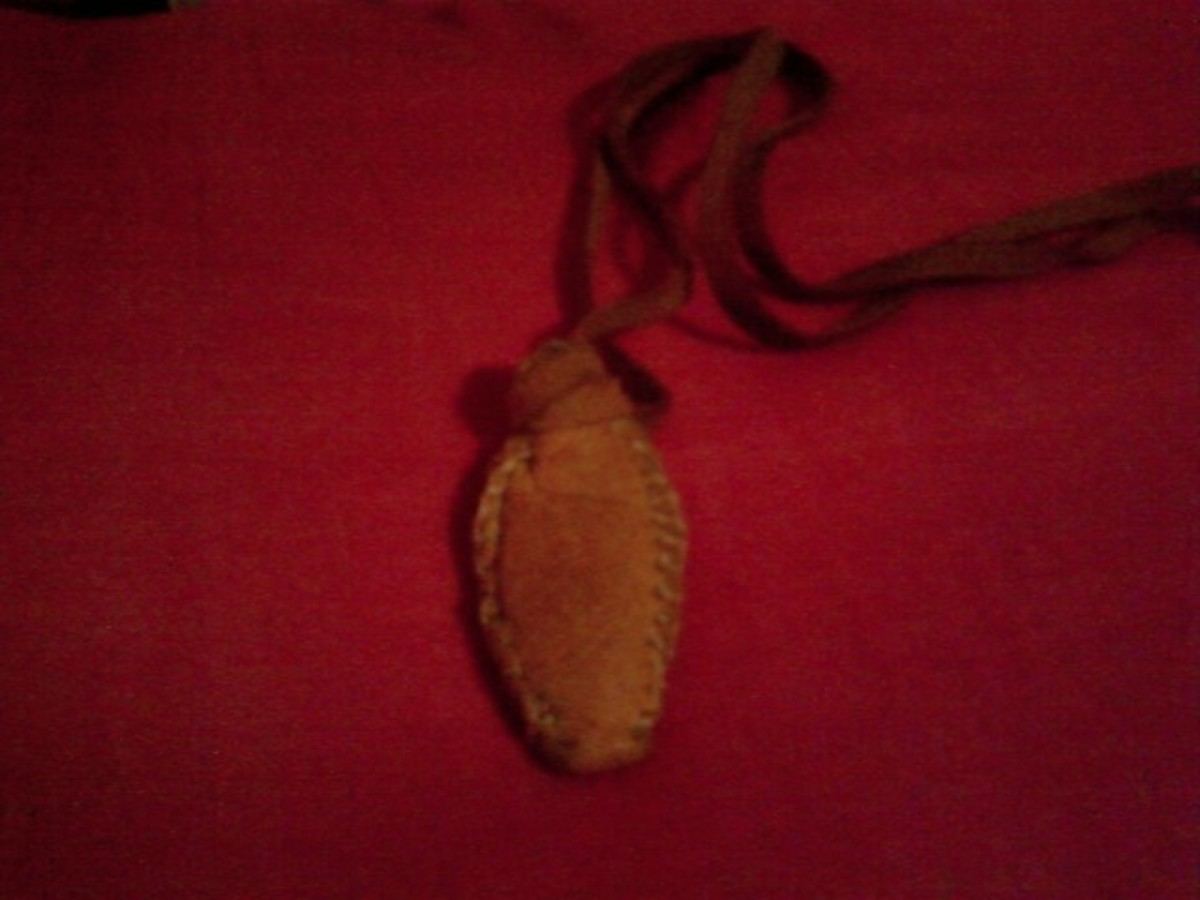 How to Make a Native American - First Nations, Medicine Bag or Pouch to Wear Around Your Neck