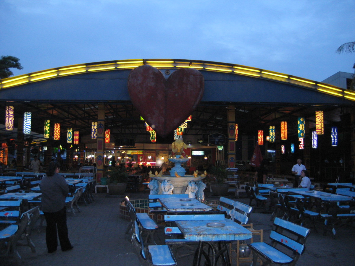Family BBQ Restaurant in Huay Kwang opens around 7pm and closes around 12am