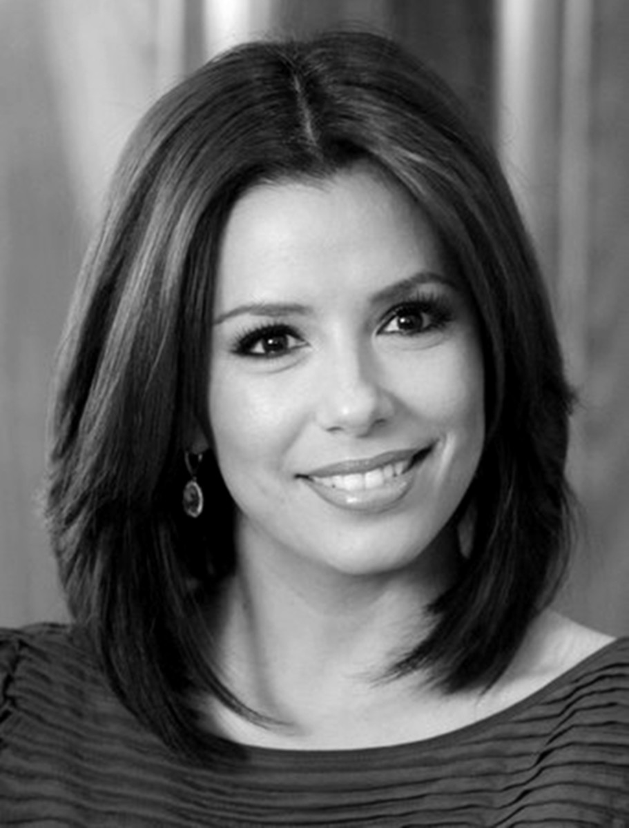 Eva Longoria looks gorgeous in this easy to manage medium hair style.