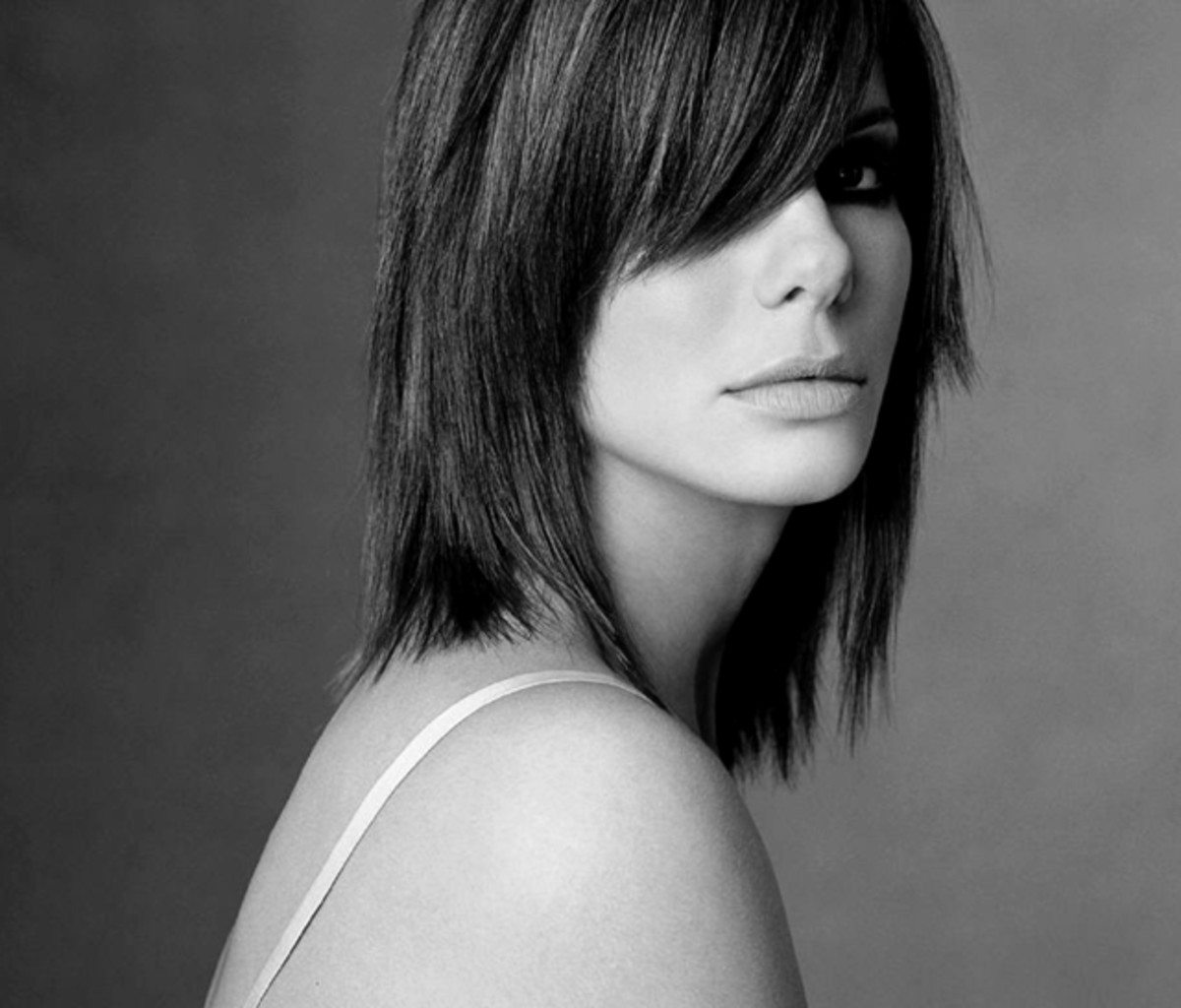 Sandra Bullock's medium hair style is one of most chic and stylish hairstyles for 2013
