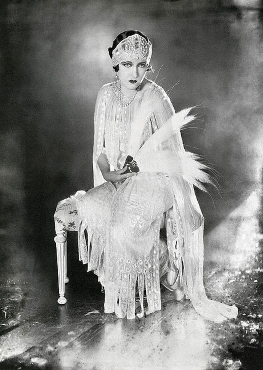 Gloria Swanson, 1921, wearing the bob hair style, photo from Wikimedia Commons