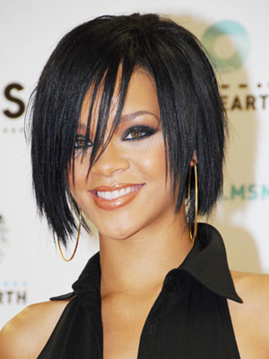 Rihanna wears a funky layered bob that is so hot hot hot.  This is my favourite Rihanna hair style - Bob Hairstyles 2013 - Bob Hair Styles