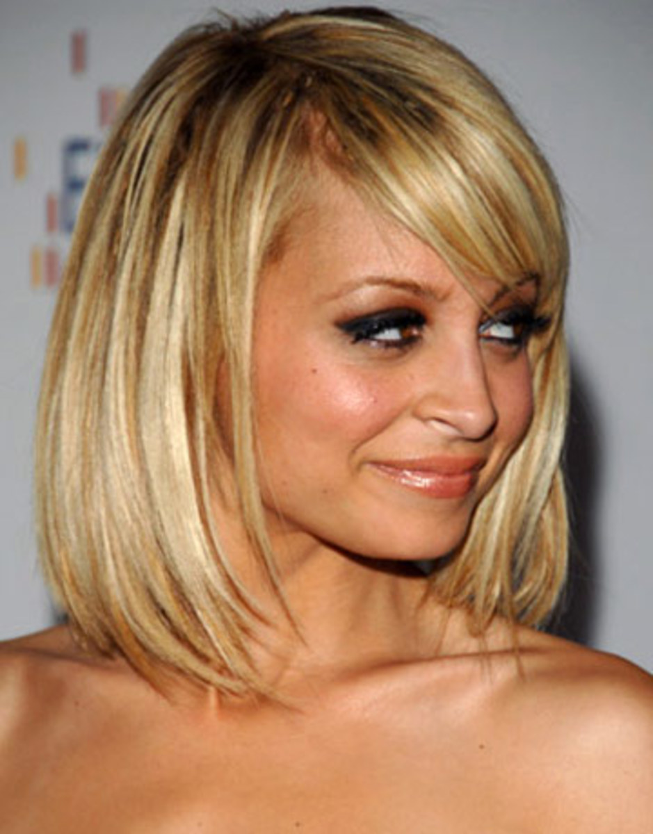 Nicole Richie wears a long bob hair style that is jagged cut at the ...