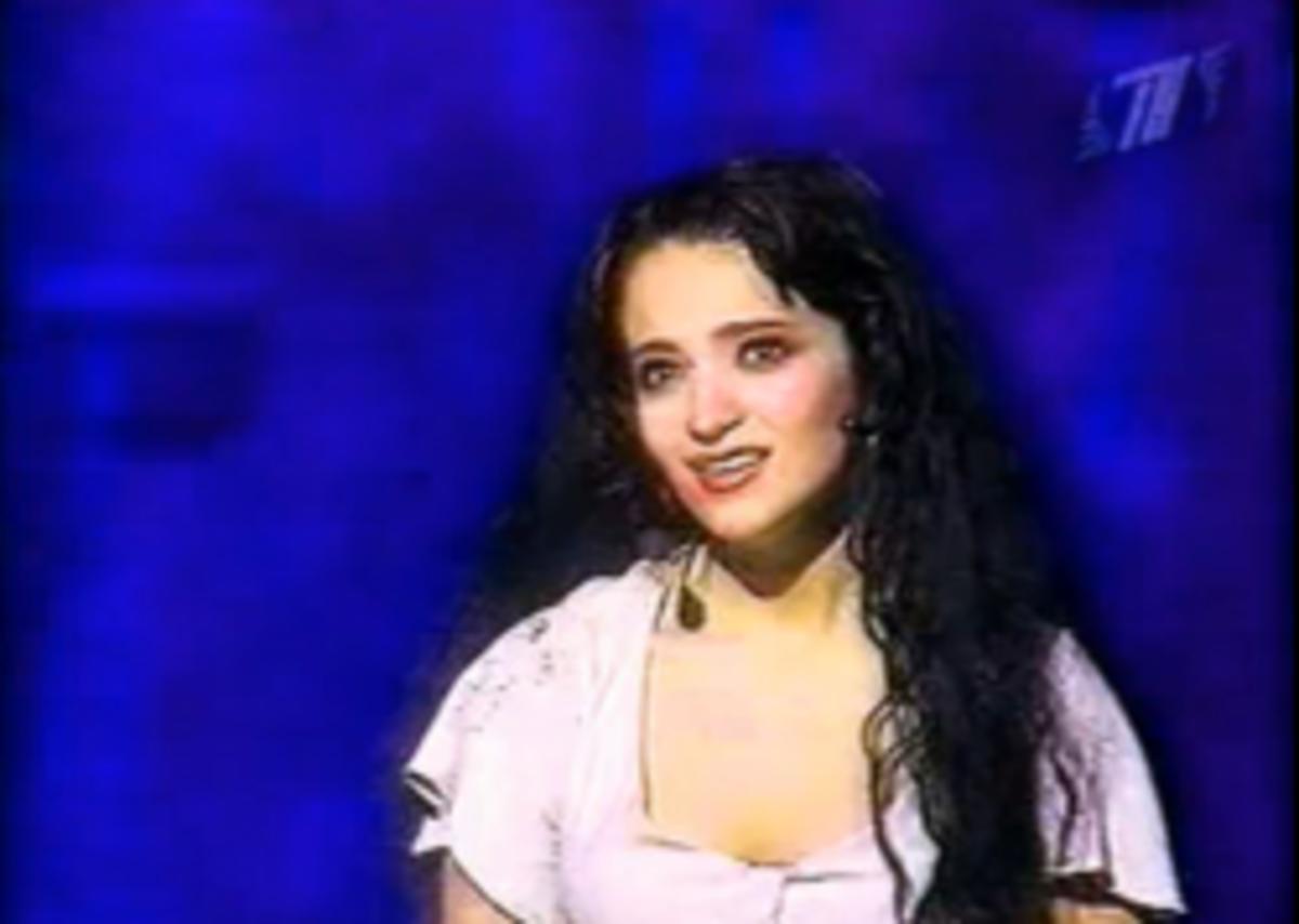 Teona Dolnikova as Esmeralda