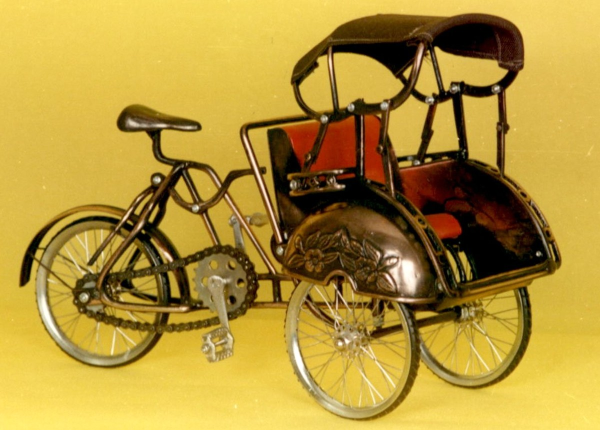 "Three cycle miniature, famous with the name ""becak"" in Indonesia"