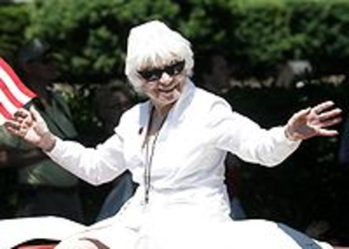 Edith Shain who claimed to be the Nurse in the Kiss Picture riding in 2008 Veterans Day Parade in New York City