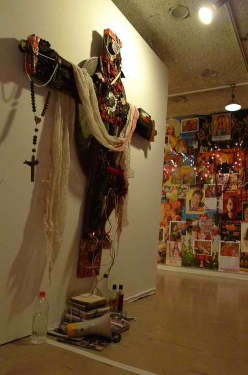 """""""Relics"""" found objects 2004 """"Poleteismo / Kulo"""" Cultural Center of the Philippines, 2011.(Photo by Mideo Cruz)"""