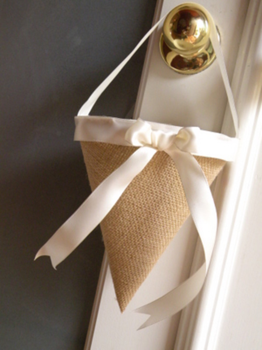 Burlap And Bling: How to Use Burlap In Your Wedding Décor And Still Make It Beautiful