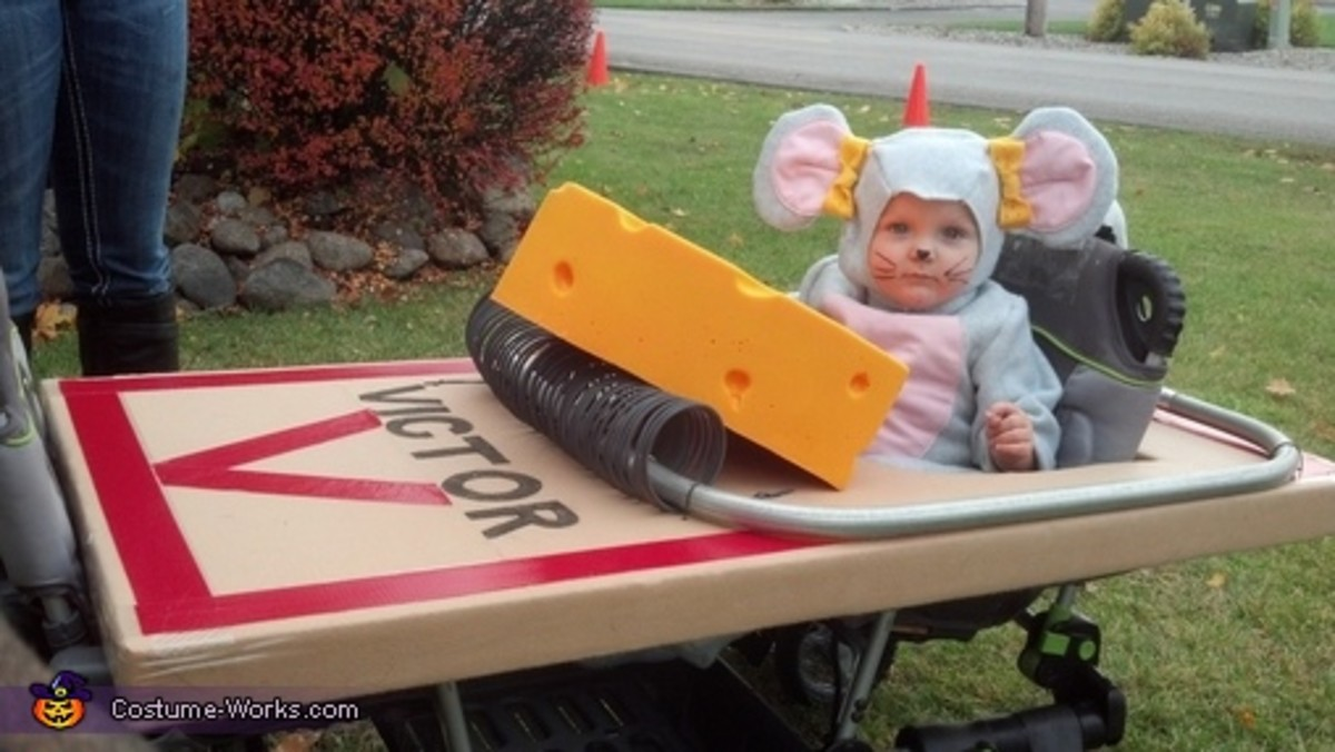Mouse in a Trap Stroller Costume