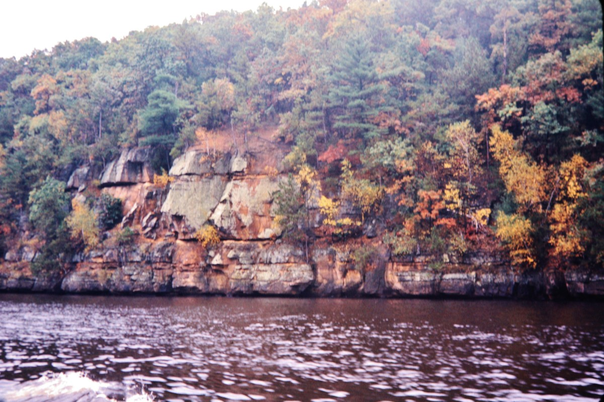 Do you see Black Hawk's profile on these rock outcroppings at the Wisconsin Dells?