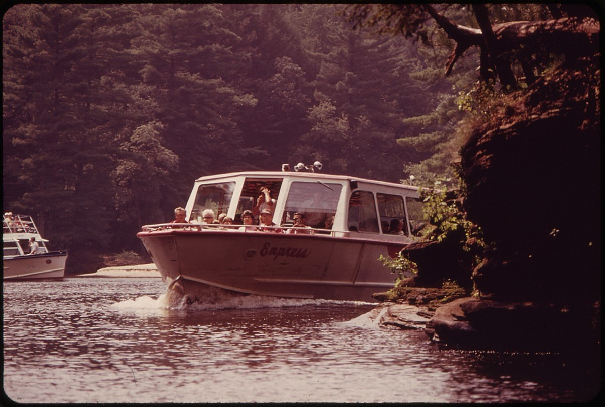 Boating on the river at Wisconsin Dells