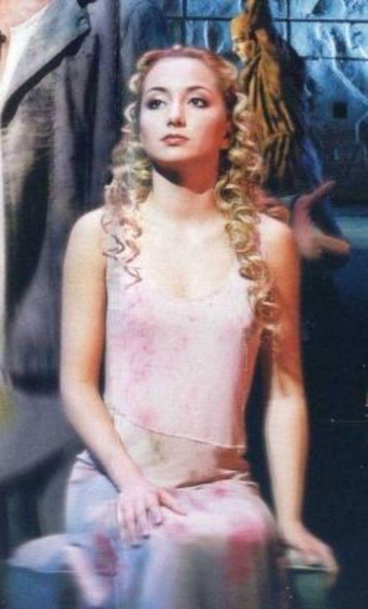 Claire Cappelletti as Fleur de Lys