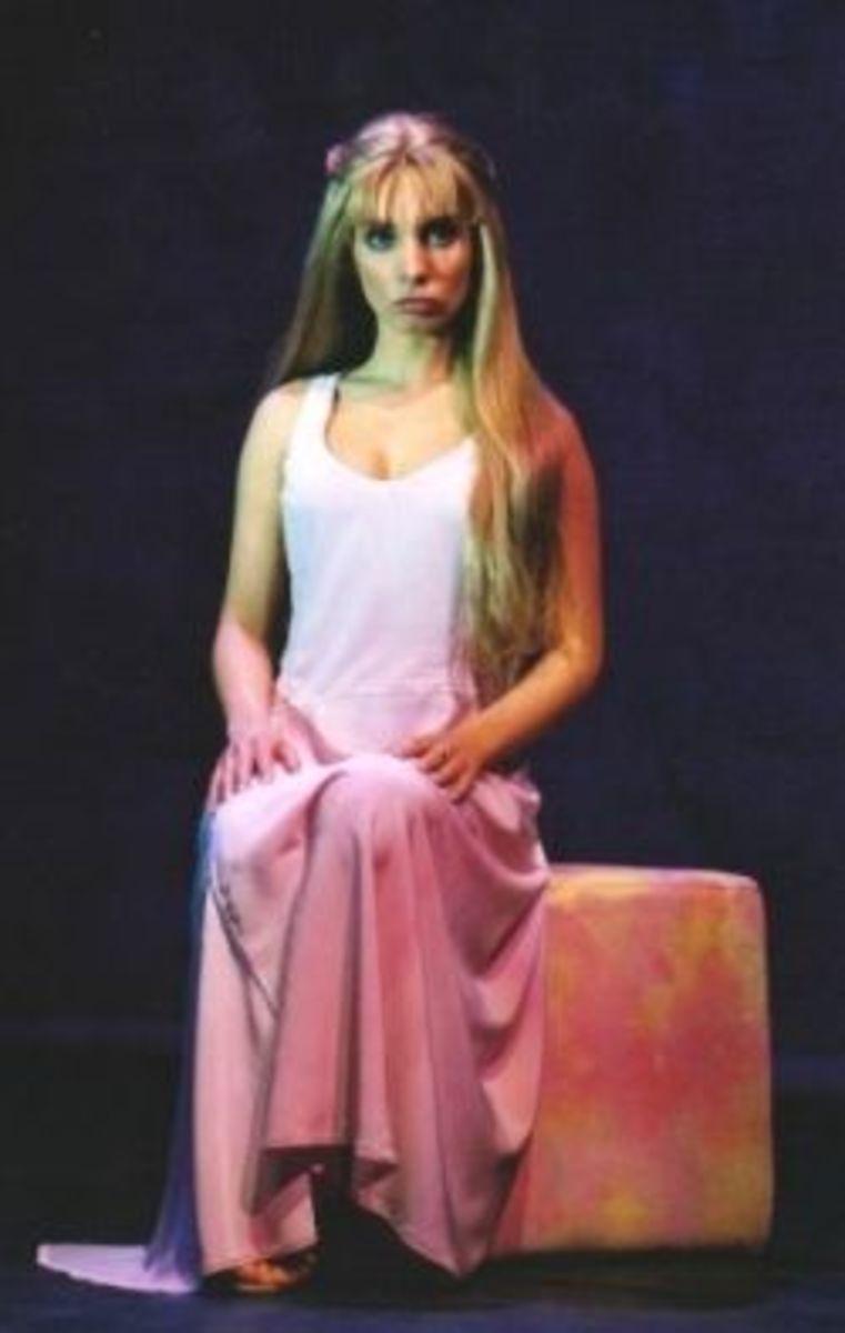 Chiara Di Bari as  Fleur de Lys