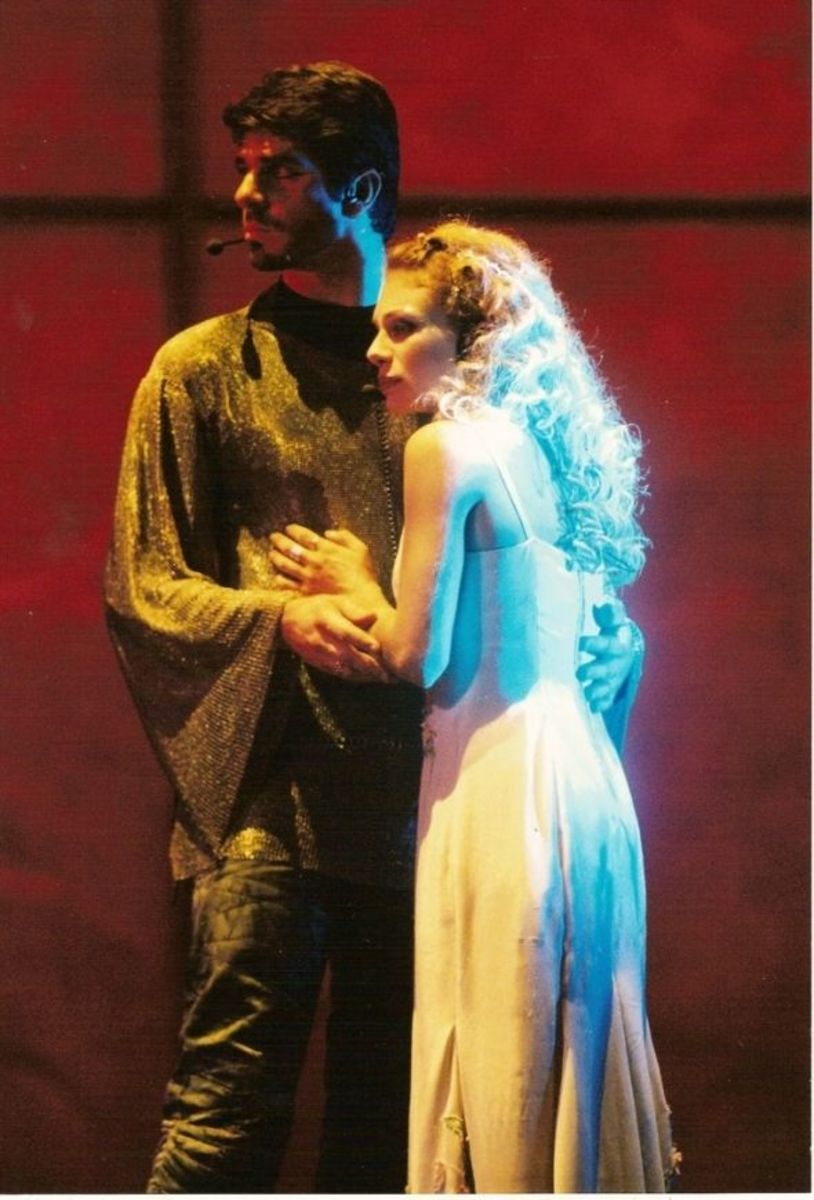 Veronica Antico as Fleur de Lys with Phoebus ( Patrick Fiori)