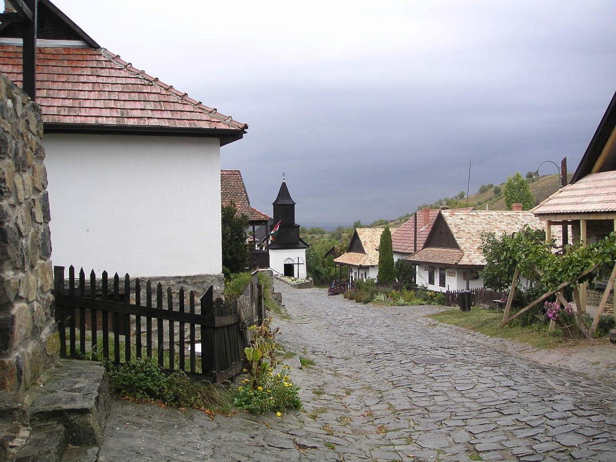 Halloko, Hungary