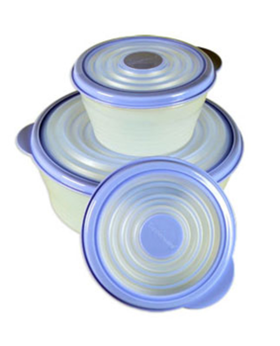 New set of Tupperware sans stains