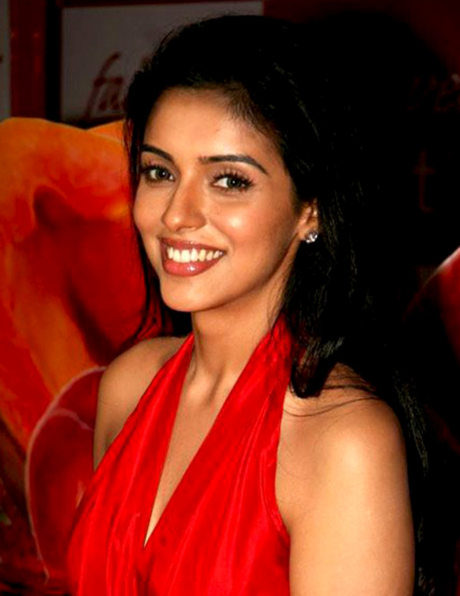 Author : http:// www.bollywoodhungama.com http://commons.wikimedia.org/wiki/File:ASIN_THOTTUMKAL_CROP.jpg