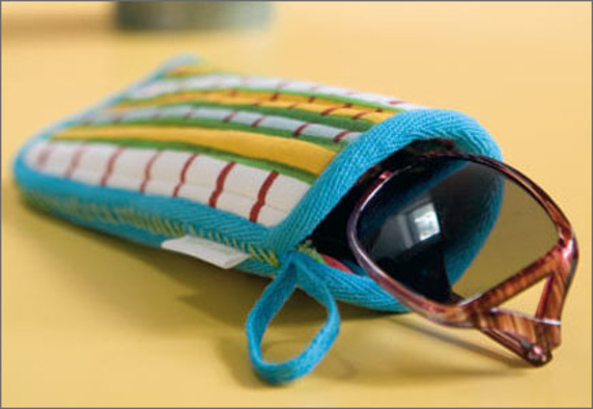 Give these potholder glasses cases to friends for a fashionable way to protect their frames!