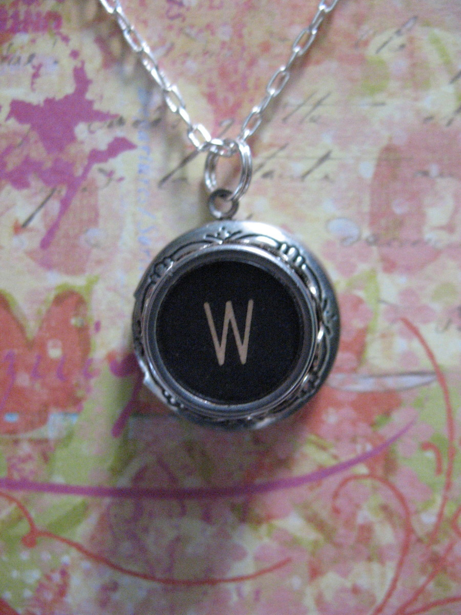 How to Make Vintage Typewriter Key Jewelry DIY