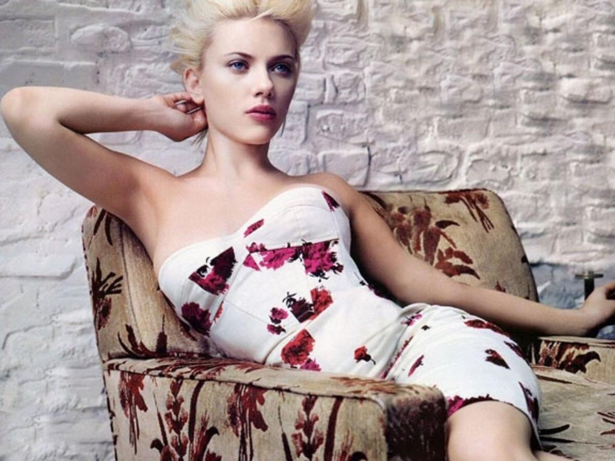 scarlett-johansson-pics-white-dress-and-flowers