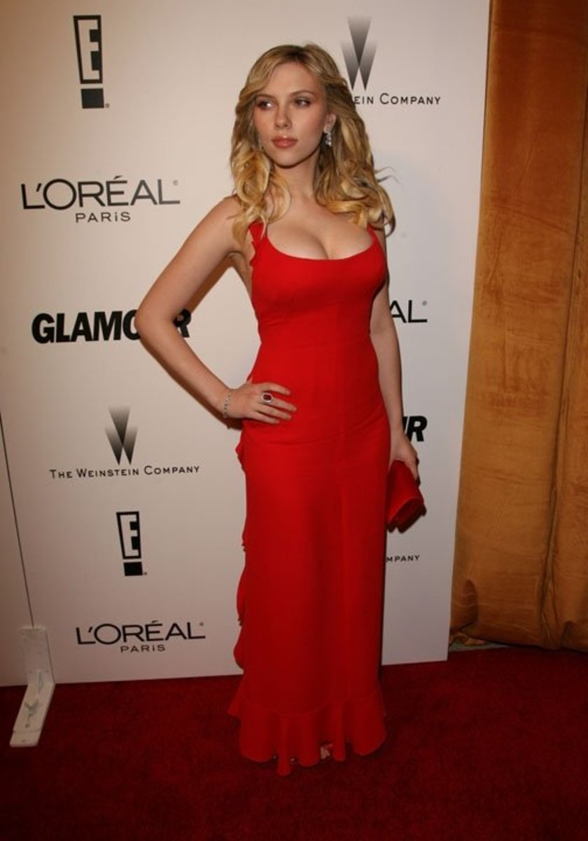Scarlett-Johansson-pic-red-dress