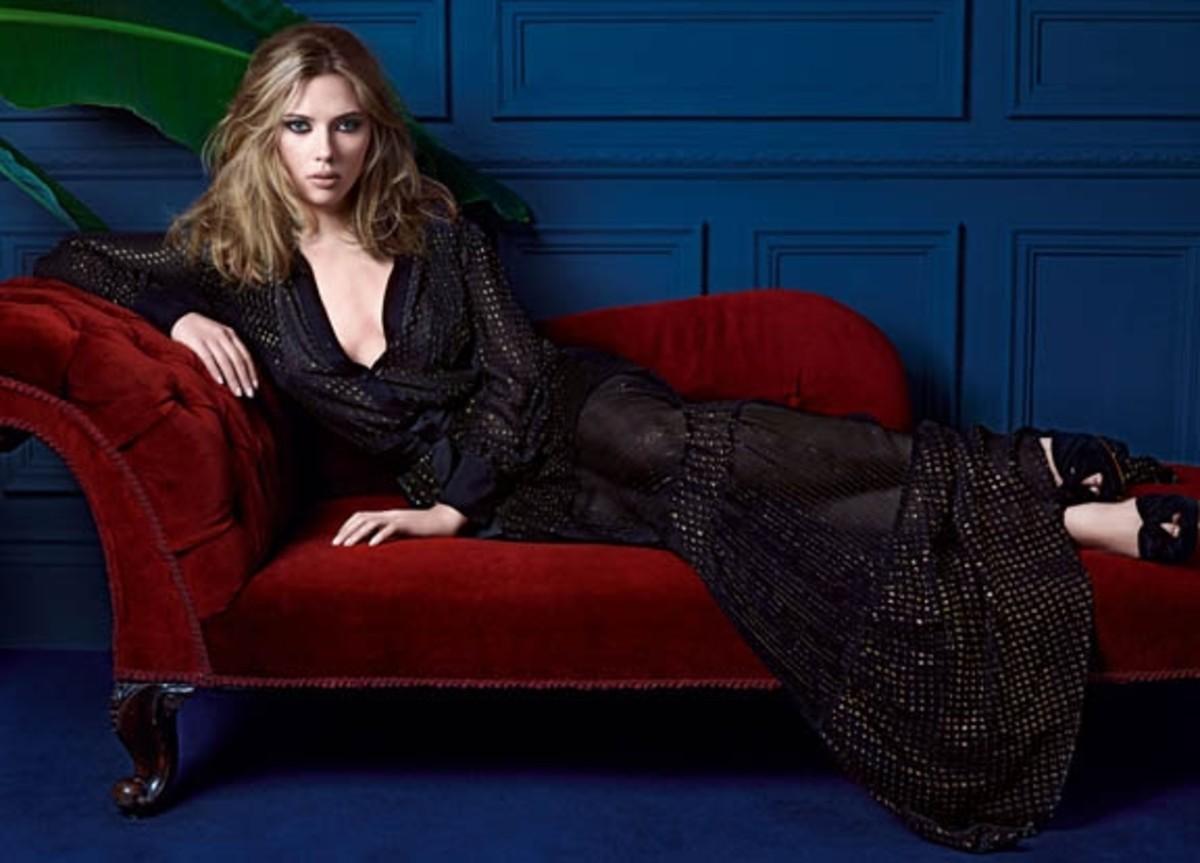scarlett-johansson-picture-sexy-black-dress