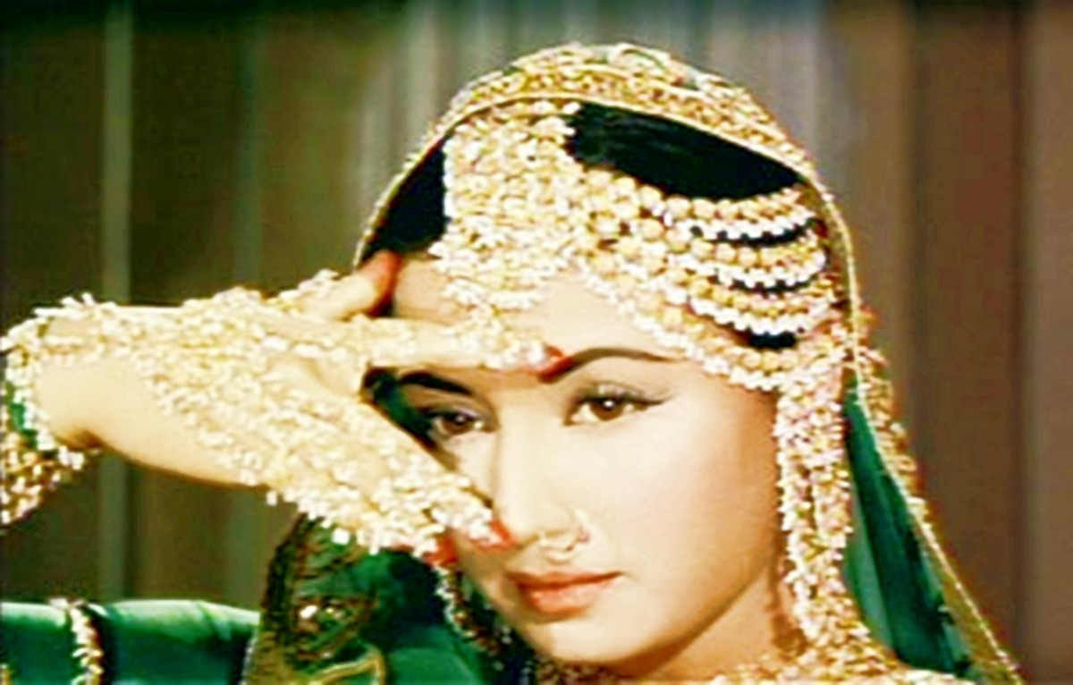 Meena Kumari in Pakeezah - She carried her passion into her dancing too ... with great impact