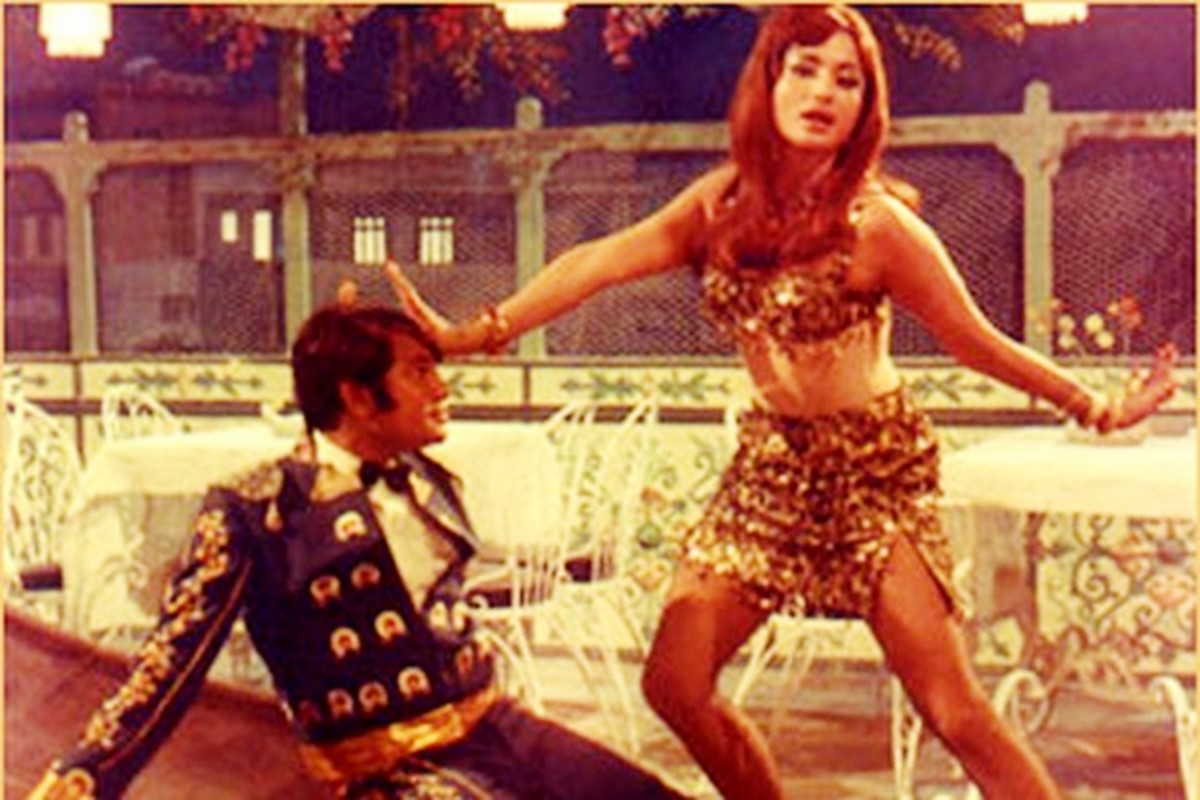 Helen in Caravan - The dance diva of Bollywood, with more stunning numbers to her credit than anyone else