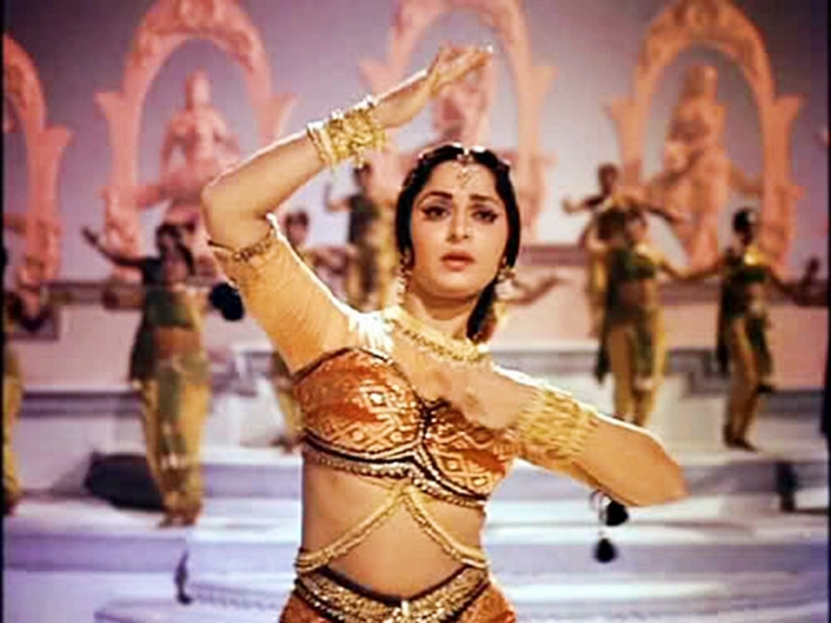 Waheeda Rehman in Guide - A very versatile dancer