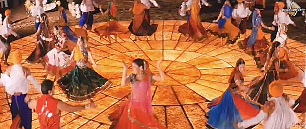 Dholi Taro Dhol Baaje - One of the greatest pieces of choreographed folk dances in Bollywood