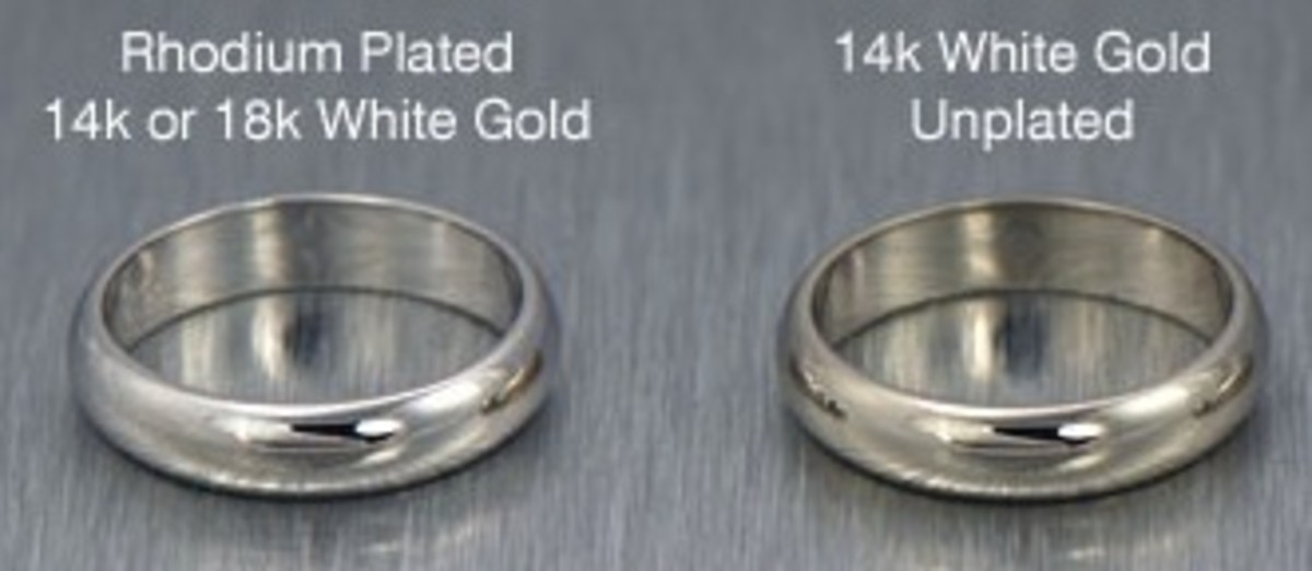 """This image from Fox Jewelers of Ventura, CA shows the difference between unplated """"white"""" gold and platinum"""