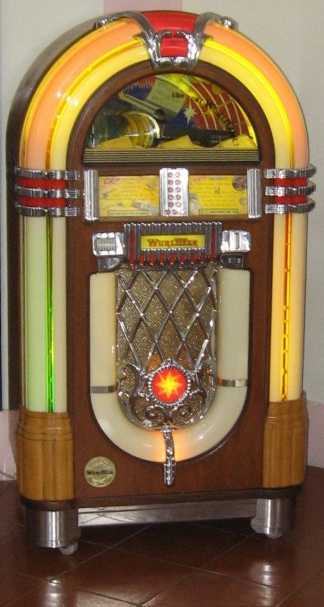 Reproduction Wurlitzer 1015 Jukebox in the Hotel Nacional de Cuba, Havana