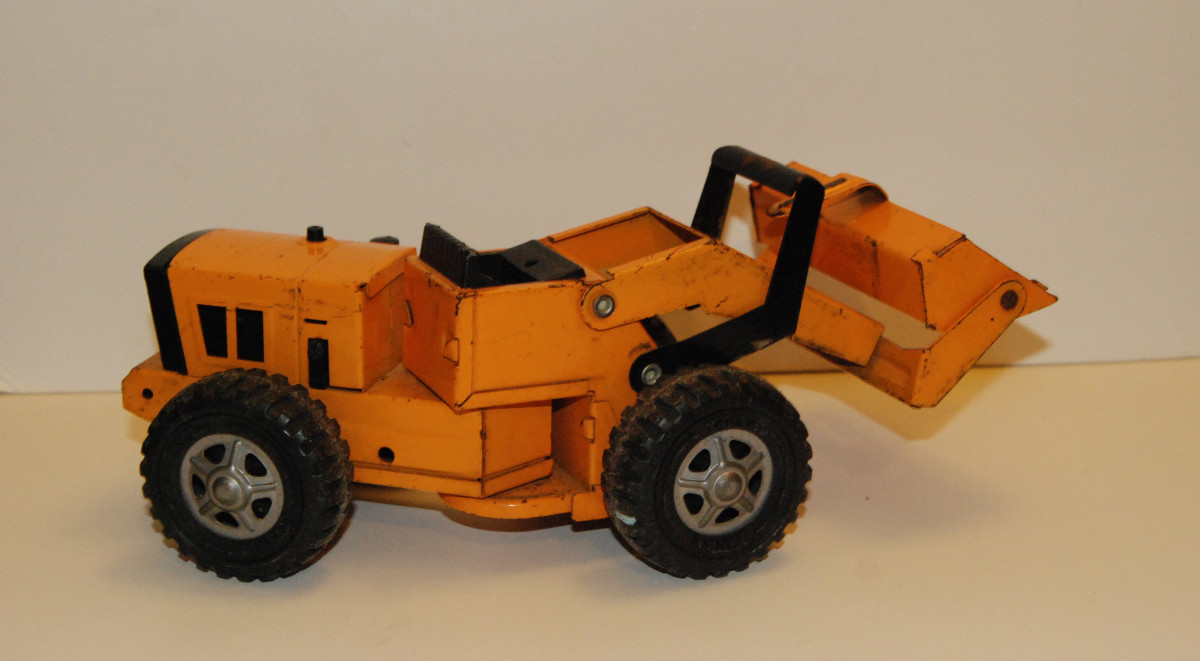 Vintage 1970s Tonka front-end loader found in local thrift store.