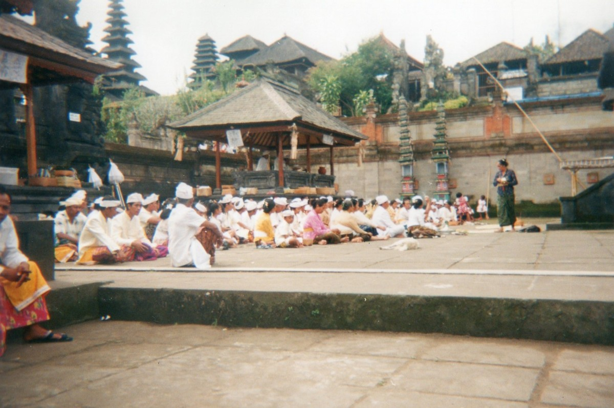 Hindu prayers, Mother Temple, Bali